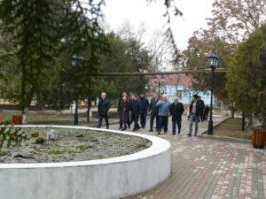 На три обновленные общественные территории в Кизляре стало больше