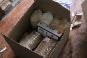 Минмолодежи РД передало 30 продуктовых наборов нуждающимся семьям