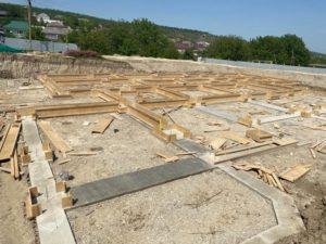 В Буйнакском районе, в селе Эрпели начато строительство нового детсада на 120 мест