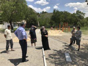 Строительство парковой зоны в селе Мурада проинспектировал глава Гергебильского района