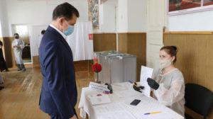 Руководитель Управления Роспотребнадзора по РД проверил соблюдение мер безопасности на участках для голосования