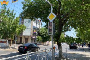 В рамках программы «Улица Победы» в Махачкале установлены современные светофоры