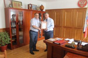 Глава Гергебильского района наградил медиков района