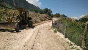 В районном центре продолжаются работы по ремонту внутрисельских дорог.