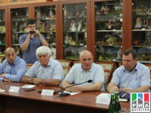 Полномочного представителя Главы РД в Северном территориальном округе  Сайгидпашу Умаханова представили главам муниципалитетов