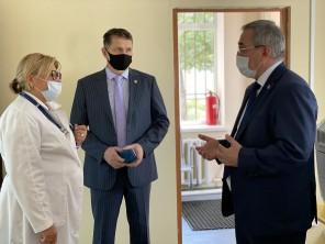 Министр здравоохранения республики и руководитель Роспотребнадзора по РД прошли вакцинацию против гриппа и пневмококка