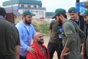 В Дербенте сотрудник ДГИ спас тонущего в море жителя Владимирской области