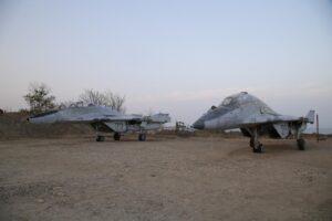 """Истребители МиГ-24 установили в строящемся парке """"Патриот"""" в Дербенте"""