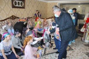 Особенных детей из опекунских семей поздравили с наступающим Новым годом.