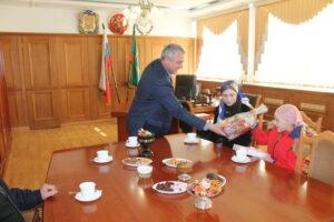 Депутат Народного Собрания от Гергебильского района в свой день рождения исполнил желание девочки из многодетной семьи.