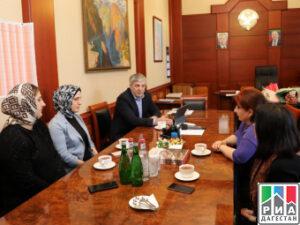 Государственный секретарь РД вручил дагестанским врачам Благодарности от Президента страны