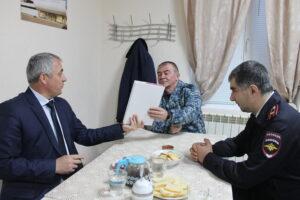 Глава Гергебильского района с рабочим визитом посетил контрольно-пропускной пост «Красный мост»