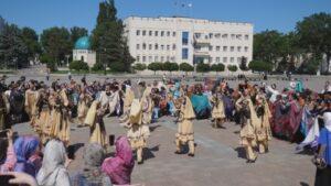 В Махачкале прошел Фестиваль женских платков