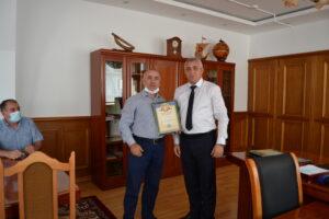 Глава Гергебильского района поздравил сотрудников почтового отделения