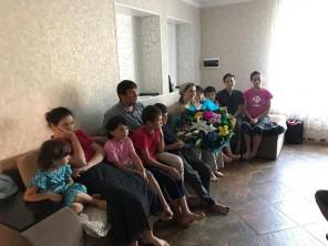 Изумруд Мугутдинова поздравила многодетную семью с рождением 10 ребенка
